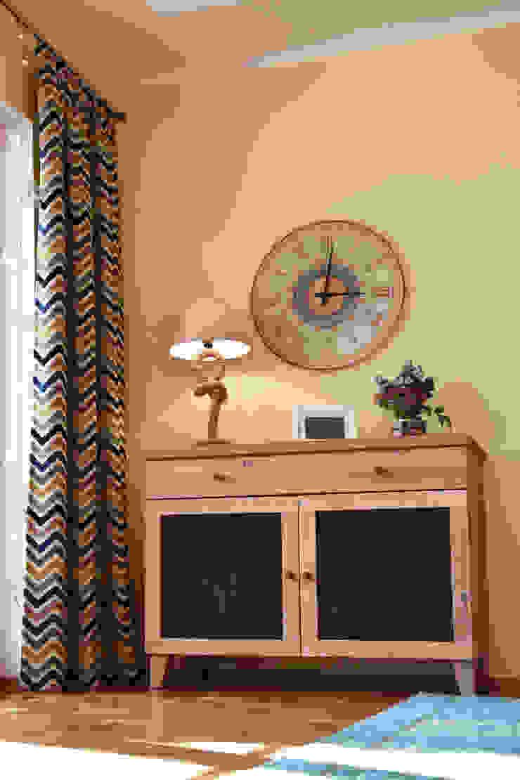 Vorhandenes Sideboard in Szene gesetzt Esszimmer im Landhausstil von T-raumKONZEPT - Interior Design im Raum Nürnberg Landhaus Holz Holznachbildung