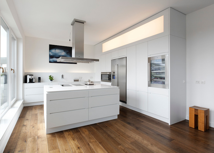 Weinkath GmbH KitchenCabinets & shelves White