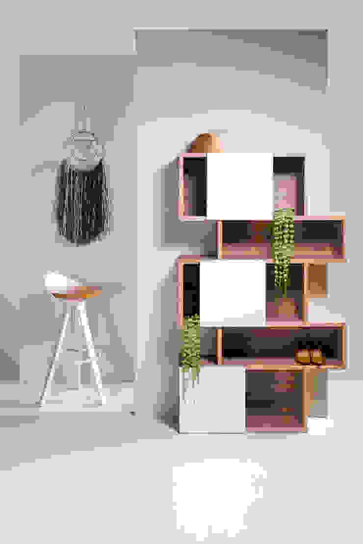 3. Soluciones verticales para decorar espacios pequeños Oficinas y bibliotecas de estilo moderno de moblum Moderno