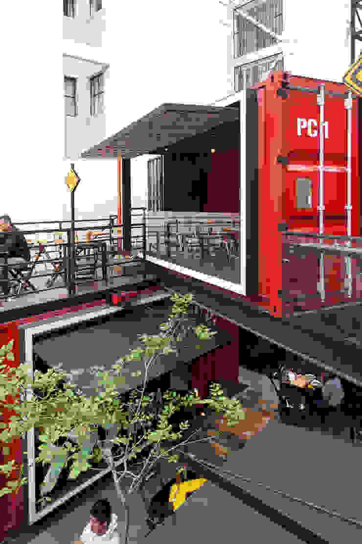 Industrial style dining room by Boutique de Arquitectura ¨Querétaro [Sonotectura+Refaccionaria] Industrial Iron/Steel