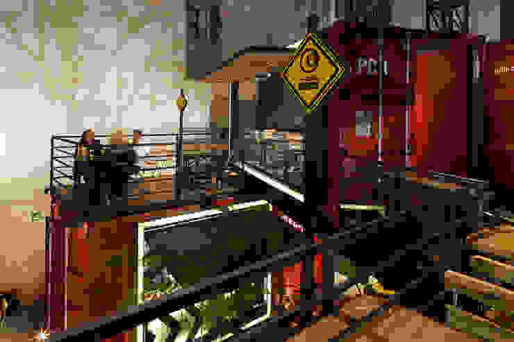 Industrial style dining room by Boutique de Arquitectura ¨Querétaro [Sonotectura+Refaccionaria] Industrial Aluminium/Zinc