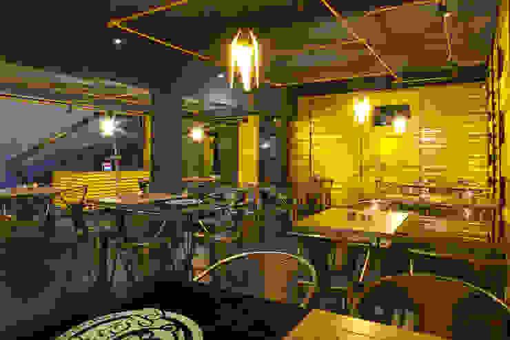 Boutique de Arquitectura ¨Querétaro [Sonotectura+Refaccionaria] Modern dining room Aluminium/Zinc Yellow