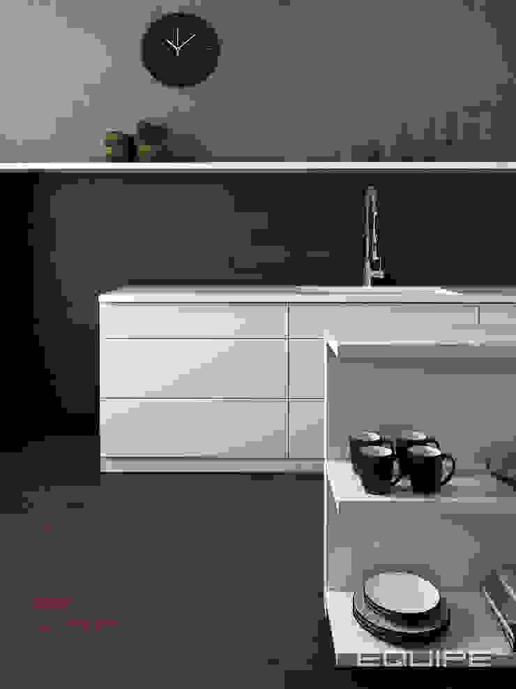 Cuisine minimaliste par Equipe Ceramicas Minimaliste Tuiles