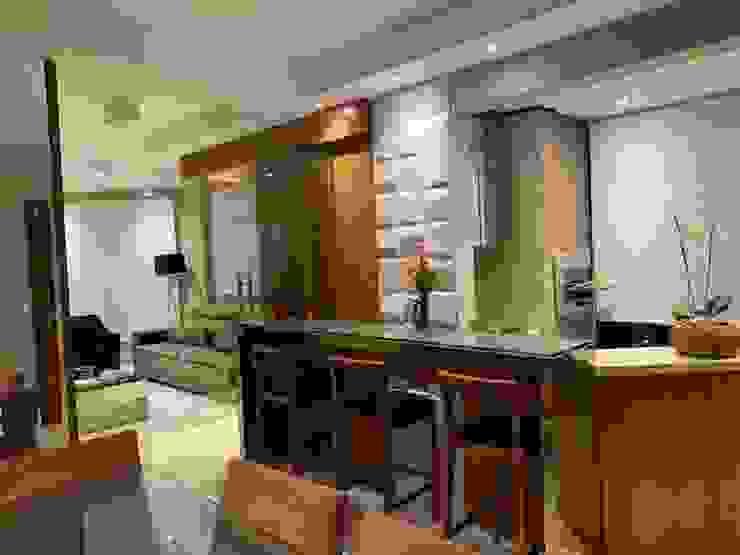 Salas integradas com bar e churrasqueira Salas de jantar modernas por NEUSA MORO Moderno