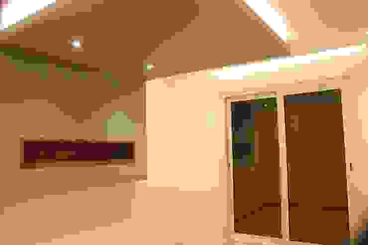 Paredes y pisos modernos de lifestyle_interiordesign Moderno