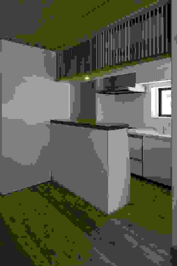 葛飾区T邸 オリジナルデザインの キッチン の スタジオ・スペース・クラフト一級建築士事務所 オリジナル