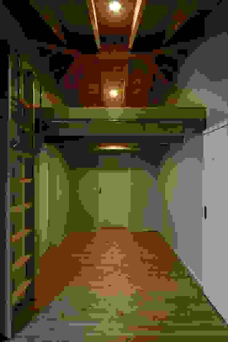 葛飾区T邸 オリジナルデザインの ドレッシングルーム の スタジオ・スペース・クラフト一級建築士事務所 オリジナル