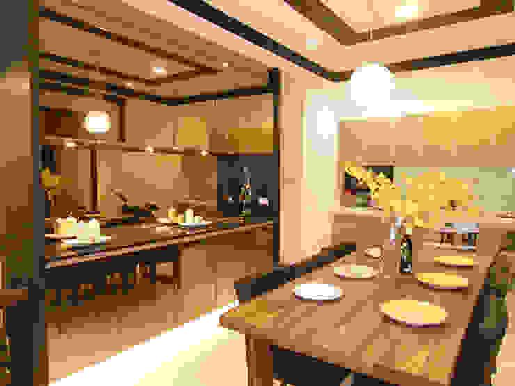 實木餐桌散發粗獷不羈的氣息,與餐廳的高貴優雅形成明顯對比,空間的趣味性也由此被突顯出來。 根據 雅和室內設計 現代風