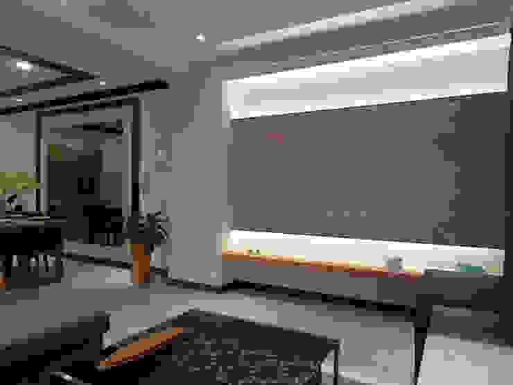 光影在空氣中轉彎,打造簡約時尚的隨興浪漫 现代客厅設計點子、靈感 & 圖片 根據 雅和室內設計 現代風