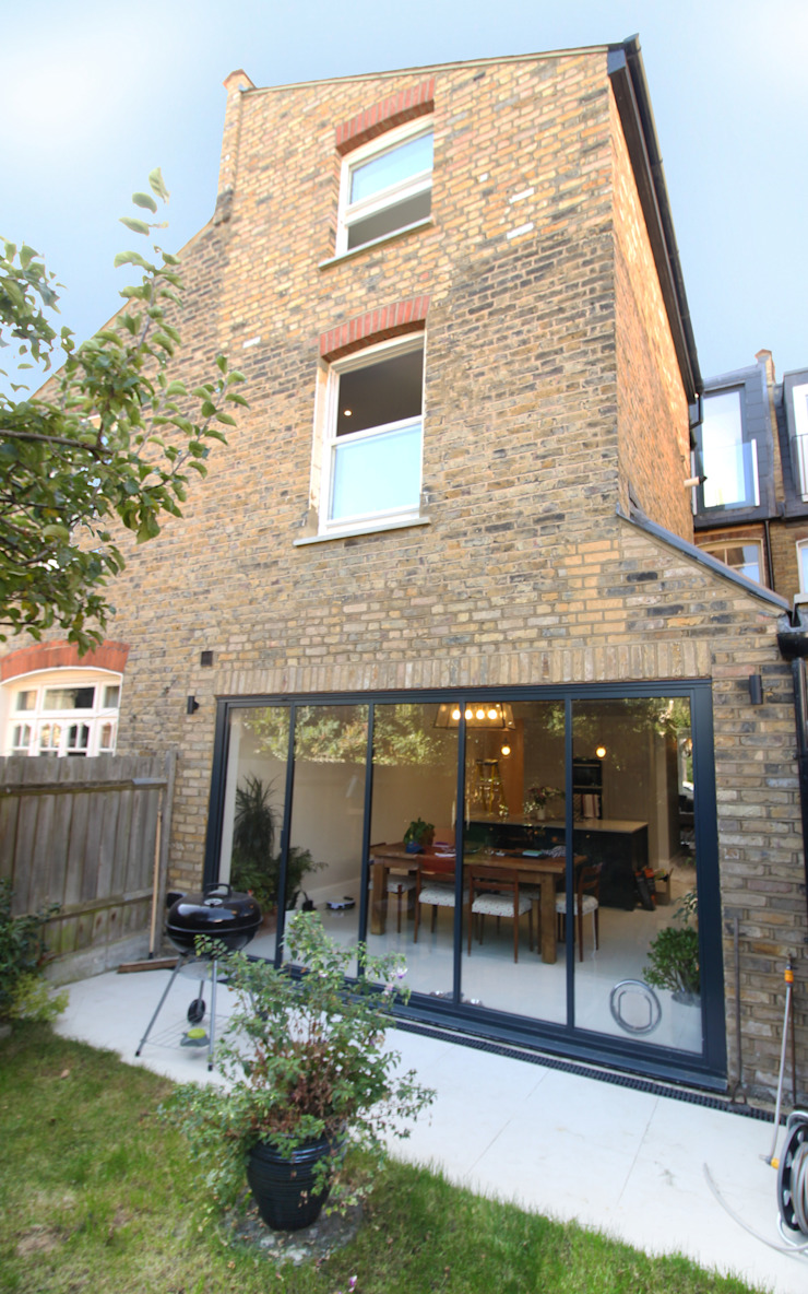 Canford Road, Clapham Common—SW11 Modern style gardens by APT Renovation Ltd Modern