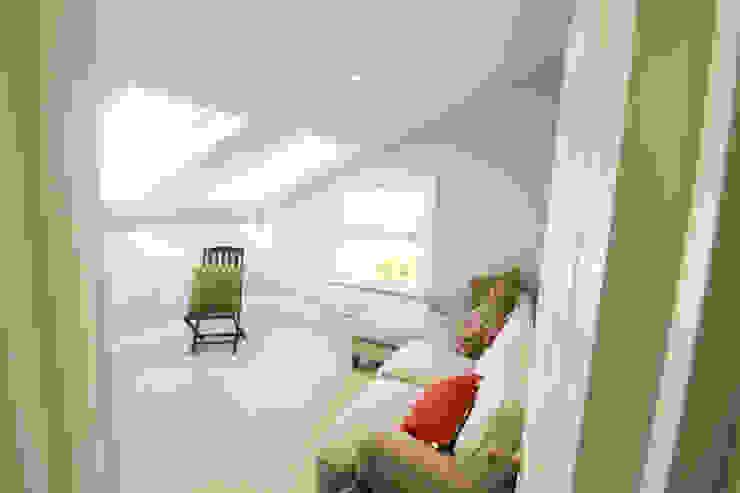 Loft Conversion Bedroom 2 Kamar Tidur Modern Oleh APT Renovation Ltd Modern
