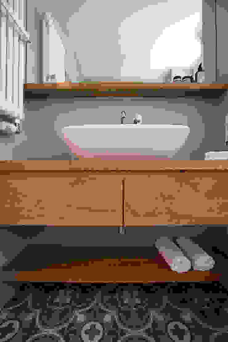 Modern bathroom by eva lorey innenarchitektur Modern