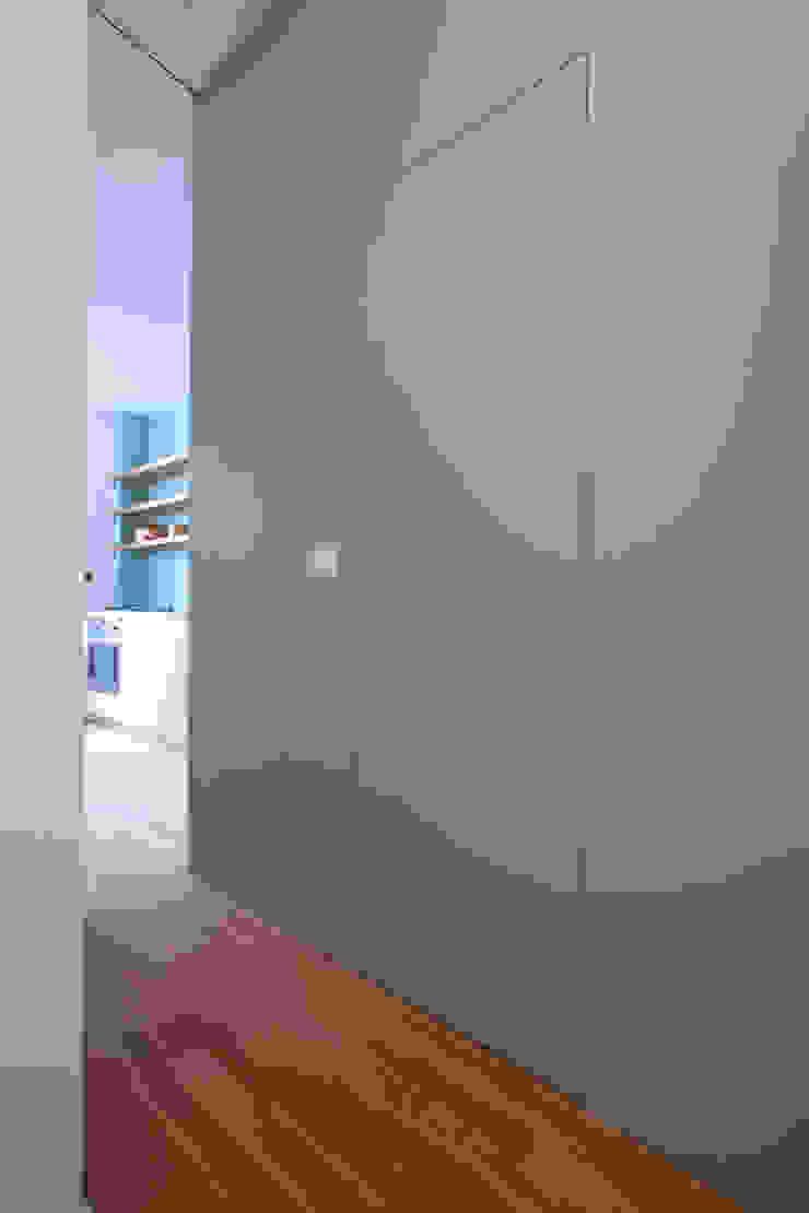 Modern Corridor, Hallway and Staircase by eva lorey innenarchitektur Modern