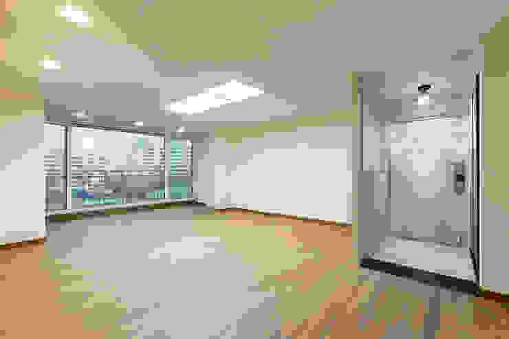 Salas de estilo moderno de 곤디자인 (GON Design) Moderno