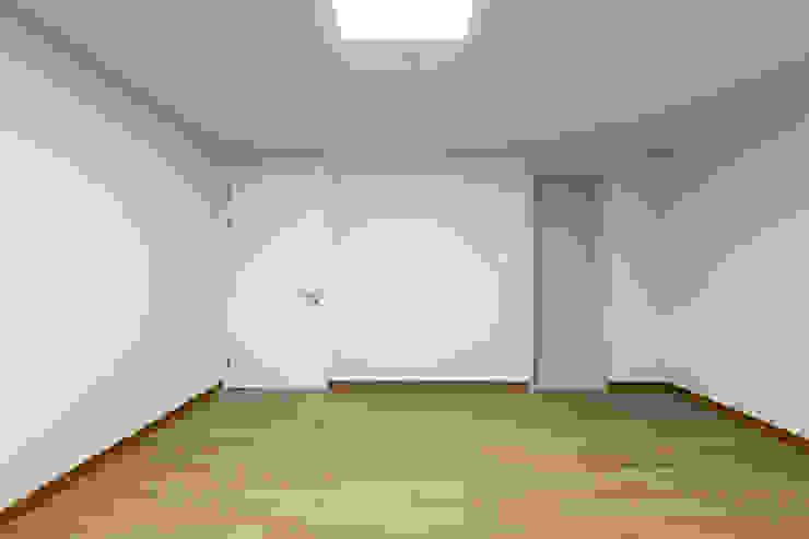Moderner Multimedia-Raum von 곤디자인 (GON Design) Modern