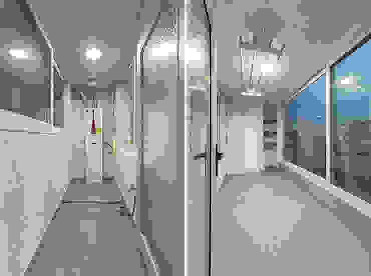 Balcones y terrazas de estilo moderno de 곤디자인 (GON Design) Moderno