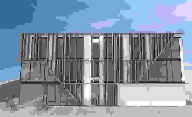 Fachada lateral Edificios de oficinas de estilo moderno de INARQ Espacio Moderno Madera Acabado en madera