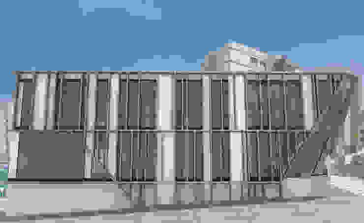 Fachada lateral Edificios de oficinas de estilo moderno de INARQ Espacio Moderno