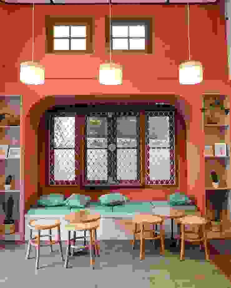 Lobby Utama sesami.id Gastronomi Gaya Skandinavia Batu Bata Red