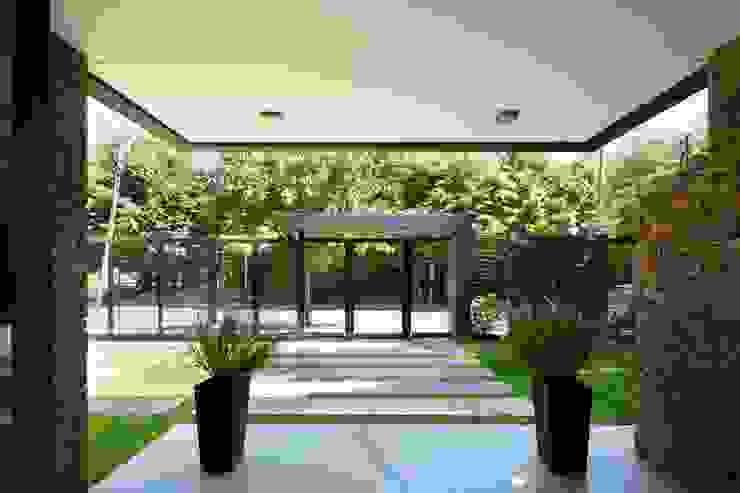 Pasillos, vestíbulos y escaleras de estilo moderno de Carbone Arquitectos Moderno