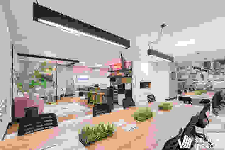 Studio Ideação Ruang Komersial Gaya Eklektik
