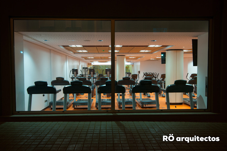 RÖ | ARQUITECTOS 體育館 Orange