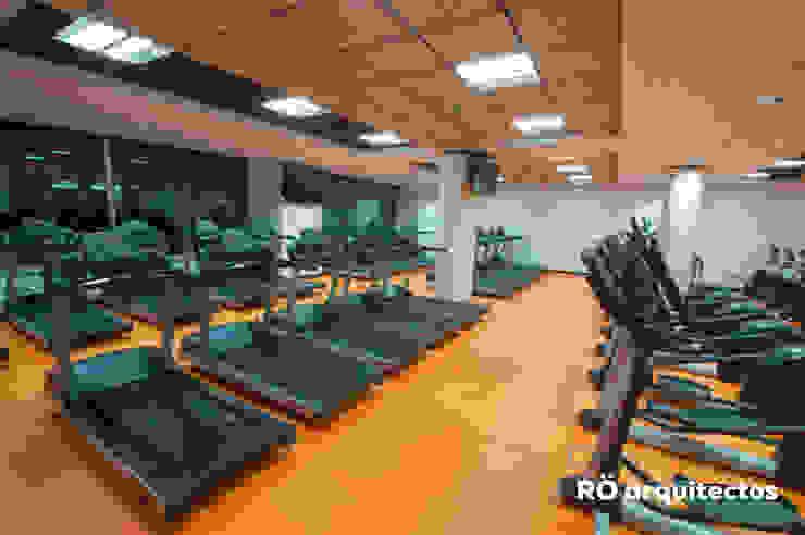 RÖ | ARQUITECTOS 體育館