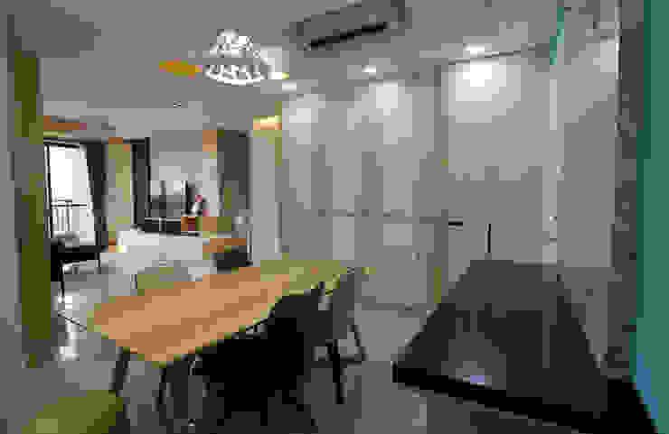 量身打造的居家機能收納空間,讓您東西太多也不怕! 根據 雅和室內設計 現代風