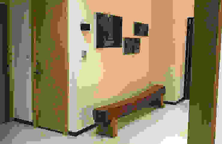 空間自然悠閒的生活意象 現代風玄關、走廊與階梯 根據 雅和室內設計 現代風