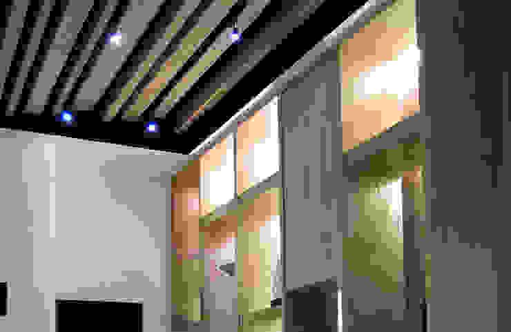 展示與收納機能 現代風玄關、走廊與階梯 根據 雅和室內設計 現代風