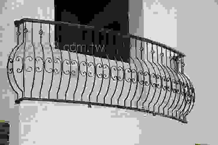 樓梯扶手/陽台欄杆/遮雨棚.採光罩專業規劃施工: 極簡主義  by 正邦建材實業有限公司, 簡約風