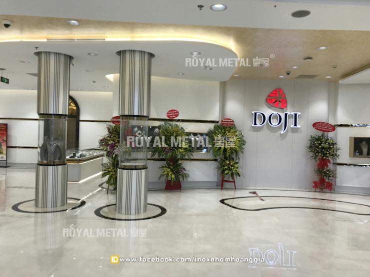 Tủ Trưng Bày Trang Sức DOJI TOWER: hiện đại  by CONG TY TNHH ROYAL METAL, Hiện đại Kim loại