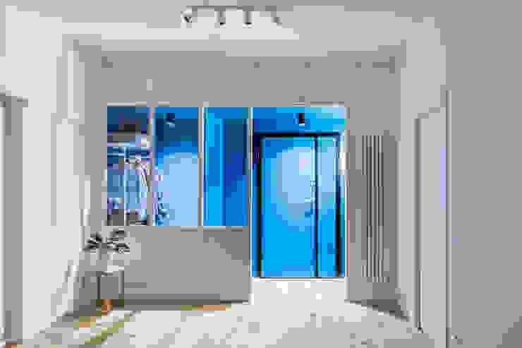 Partition House Ingresso, Corridoio & Scale in stile moderno di Caleidoscopio Architettura & Design Moderno