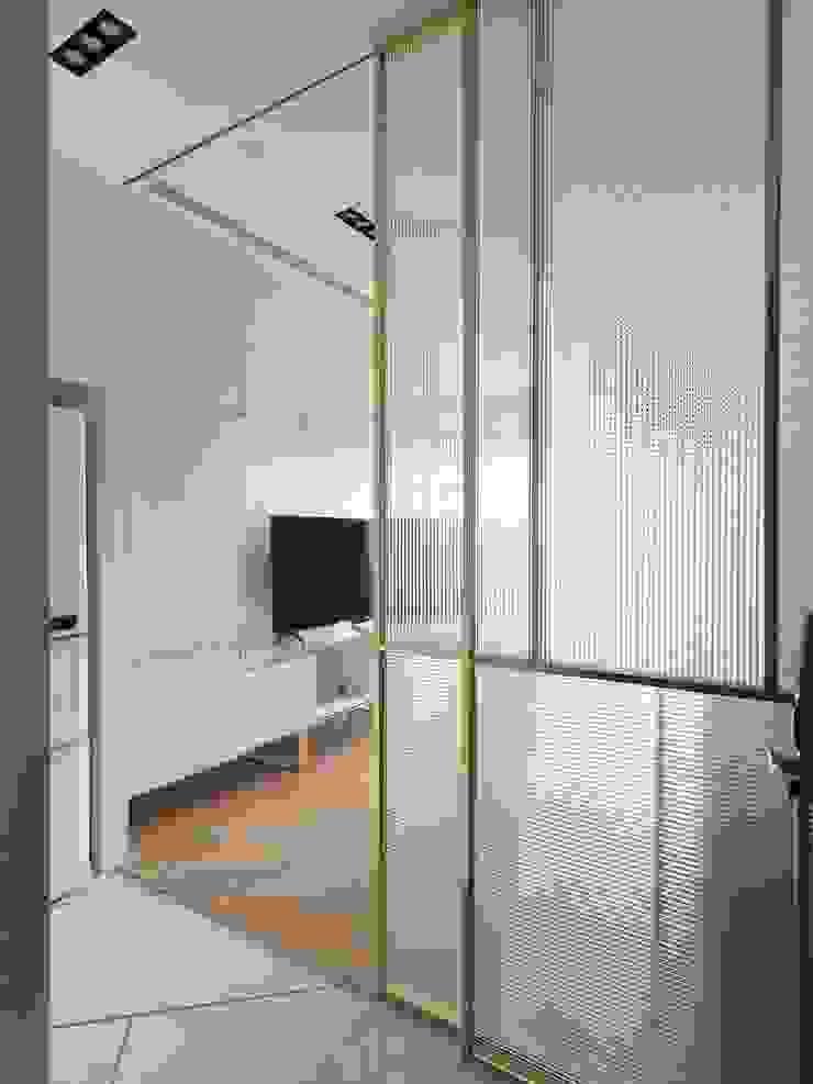 木皆空間設計 Pasillos, vestíbulos y escaleras modernos