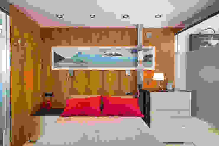 Barreres del Mundo Architects. Arquitectos e interioristas en Valencia. Minimalist bedroom Wood Brown