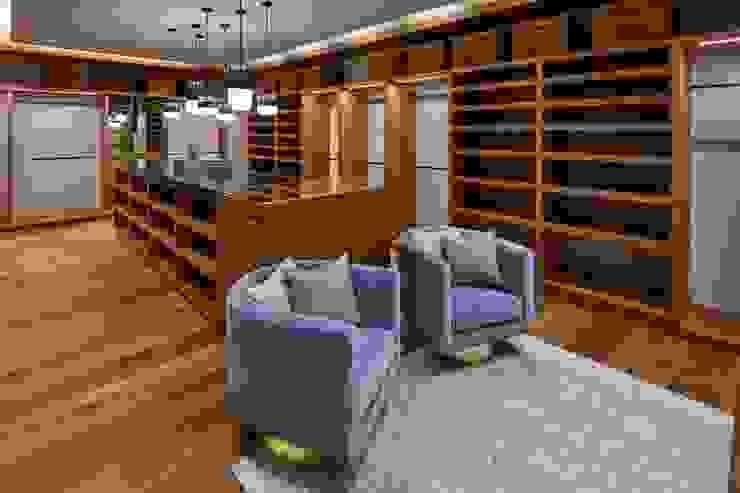 Casa en Pedregal III Vestidores modernos de Revah Arqs Moderno