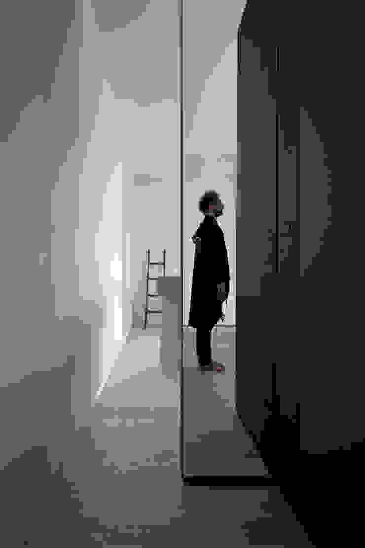 Dormitorios de estilo moderno de LDA.iMdA architetti associati Moderno