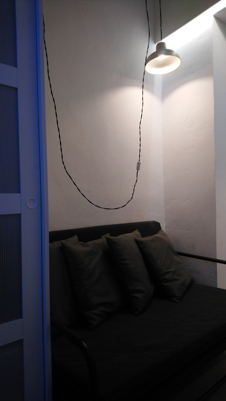 Reforma de Estudio en Lavapies Salones de estilo minimalista de Rubén Couso Minimalista Derivados de madera Transparente