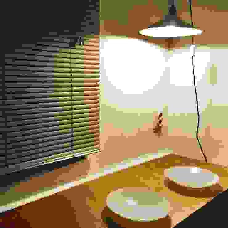 Reforma de Estudio en Lavapies Comedores de estilo minimalista de Rubén Couso Minimalista Madera Acabado en madera