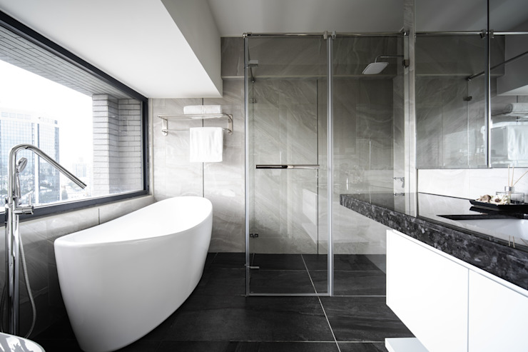 Jyue's Bathroom   After 裝修後1 現代浴室設計點子、靈感&圖片 根據 有隅空間規劃所 現代風