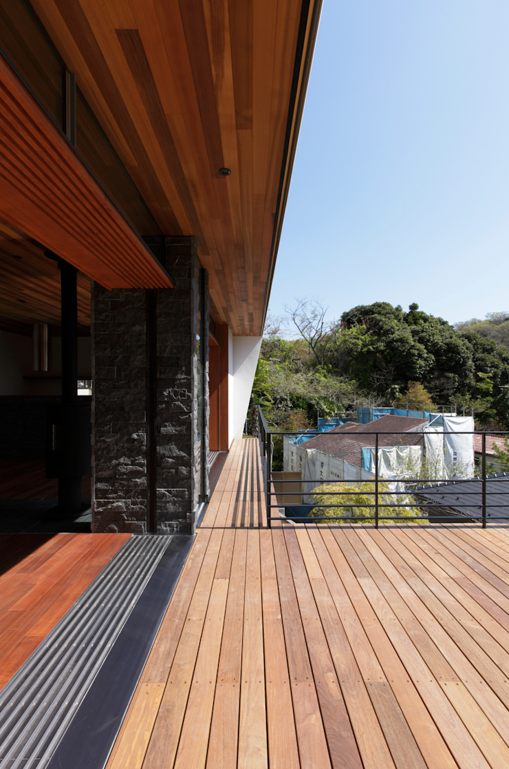 Balcones y terrazas modernos de キューボデザイン建築計画設計事務所 Moderno