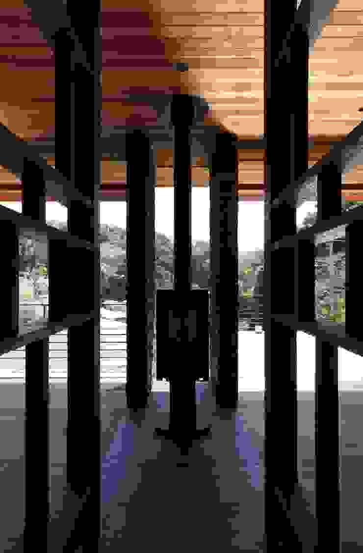 Livings de estilo moderno de キューボデザイン建築計画設計事務所 Moderno