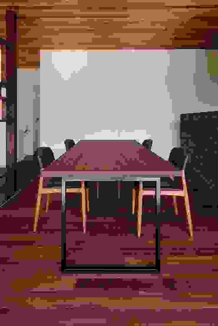 Comedores de estilo moderno de キューボデザイン建築計画設計事務所 Moderno