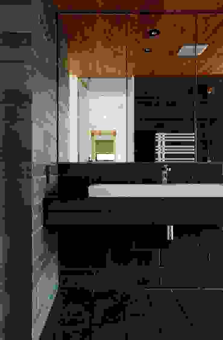 Baños de estilo moderno de キューボデザイン建築計画設計事務所 Moderno