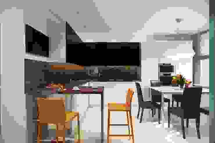Кухня. Вид со стороны гостиной. Кухня в скандинавском стиле от Технологии дизайна Скандинавский