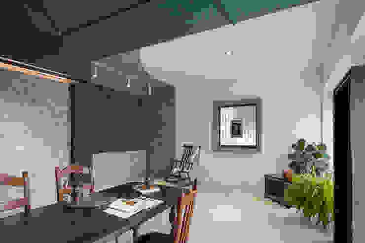 Salones de estilo asiático de 漢玥室內設計 Asiático Compuestos de madera y plástico