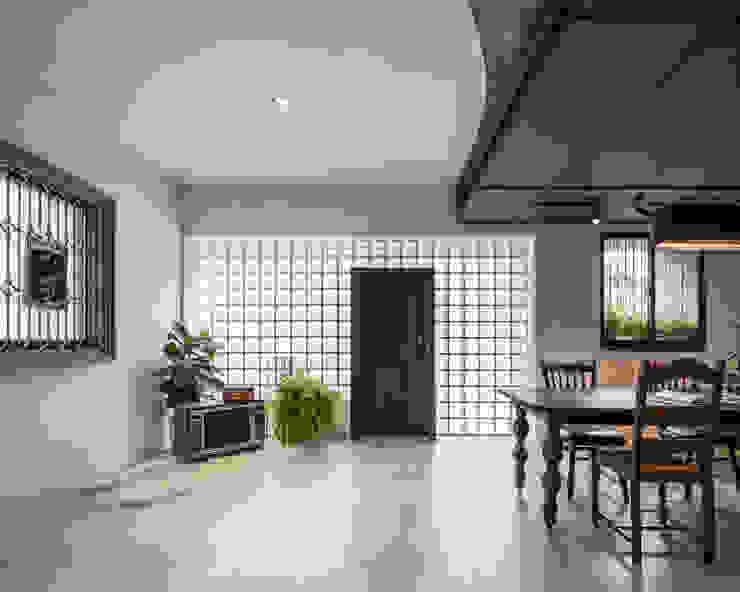 Salones de estilo asiático de 漢玥室內設計 Asiático Vidrio