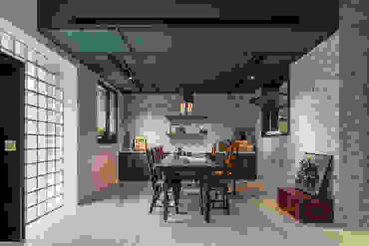 Paredes y suelos de estilo asiático de 漢玥室內設計 Asiático Compuestos de madera y plástico