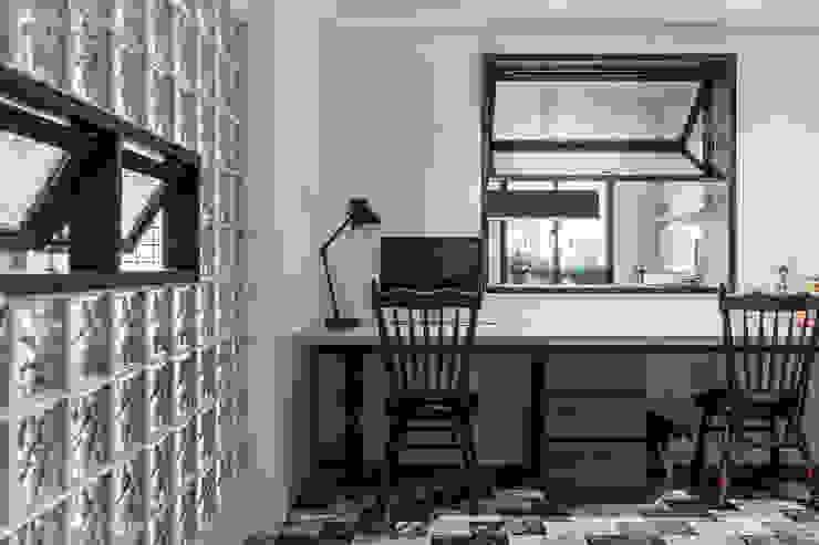 Estudios y despachos de estilo asiático de 漢玥室內設計 Asiático Madera Acabado en madera