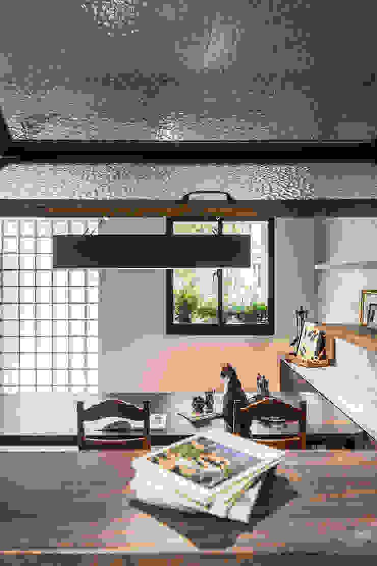 Estudios y despachos de estilo asiático de 漢玥室內設計 Asiático Madera maciza Multicolor
